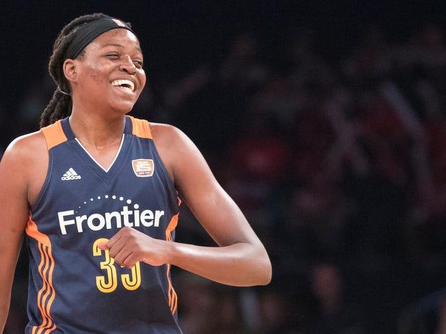Jonquel Jones đang hồi sinh theo cách của mình vào lịch sử WNBA