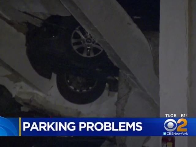 मालिक अभी भी एक NYC गैरेज ढहने के बाद दो महीने उनकी कारों को देखा नहीं है
