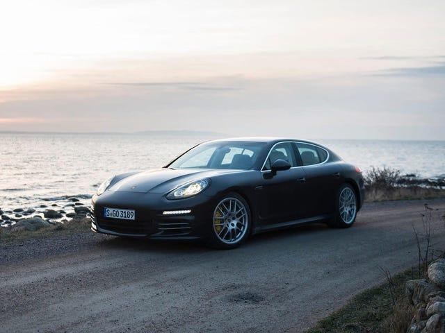 Porsche retira casi 100,000 automóviles por riesgo de rodamiento