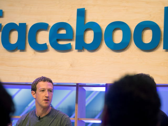 "Mark Zuckerberg pronuncia per parole crisi di Cambridge Analytica: ""en Facebook hemos cometido errores"""