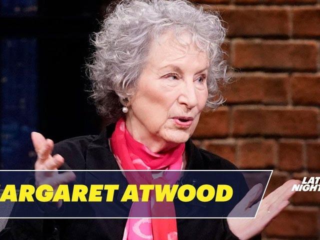Margaret Atwood Menggambarkan Kostum Tukang Kostum Seksi Sexy