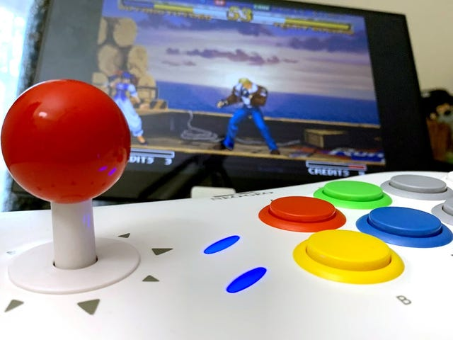 The Neo Geo Arcade Stick Pro Is A Decent Retro Console In A So-So Fight Stick