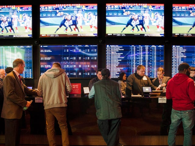 堕落的赌徒被指控为数十名运动员制造种族灭绝的死亡威胁