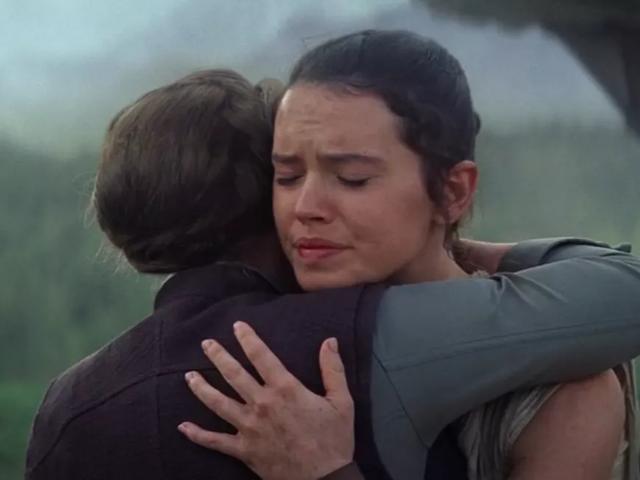 Daisy Ridley heeft een grappige herinnering aan die knuffel-scène met Carrie Fisher die in The Rise of Skywalker