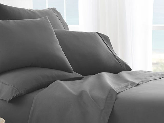 Save 70% On This 6-Piece Microfiber Sheet Set (From $28)