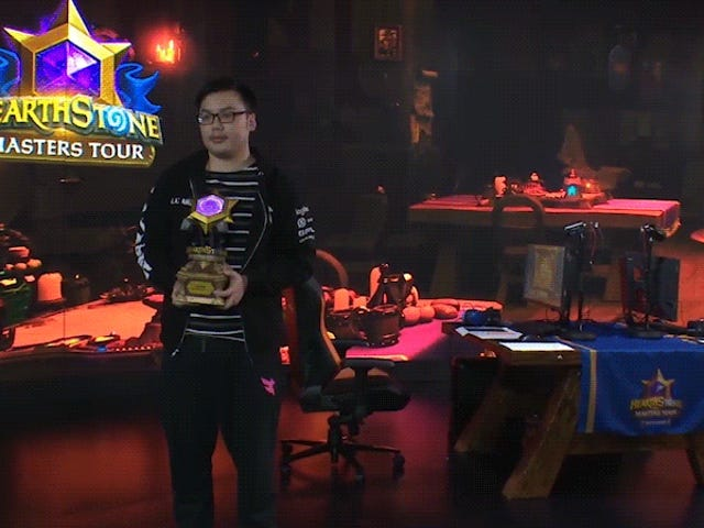 Hearthstone Trophy Falls Apart In Winner's Hands [Update]