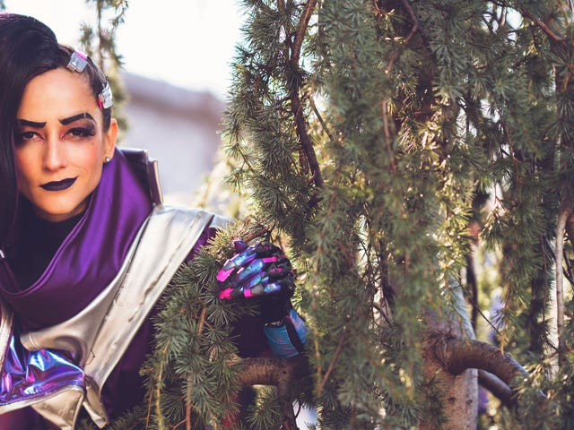 When An<i>Overwatch </i>Voice Actor Cosplays As Her Character