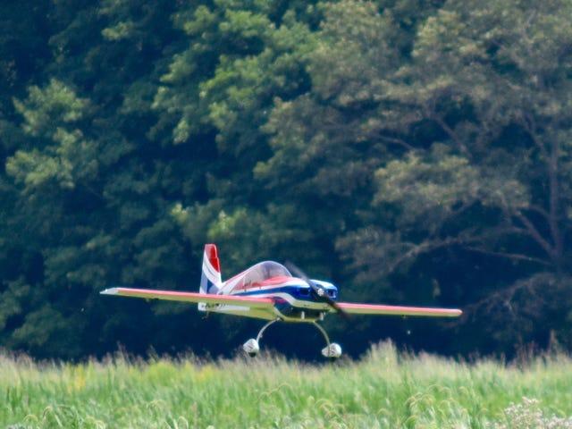Avion volant à basse altitude