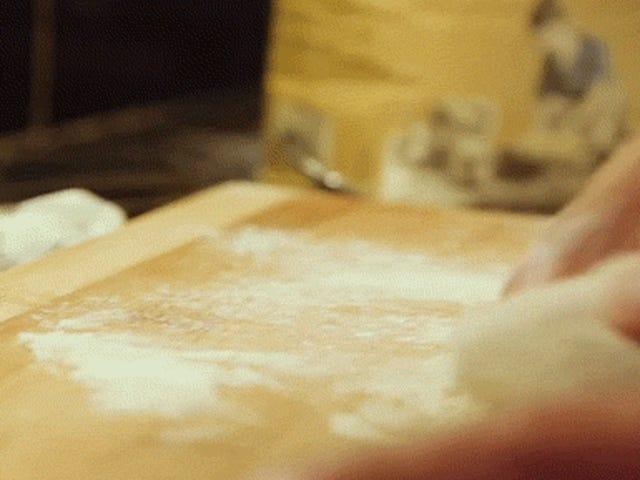 Το μπέϊκον, το αυγό και η τυρί πίτσα είναι μια μεγάλη δικαιολογία για να φάτε πίτσα για πρωινό