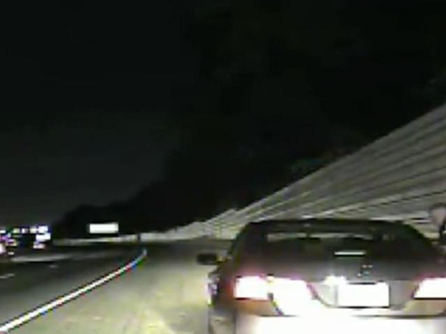 """Ga Cop đồng thời trấn an nữ cảnh sát lái xe trên đường phố DUI: """"Hãy nhớ rằng, chúng tôi chỉ giết chết những người da đen"""" <em></em>"""