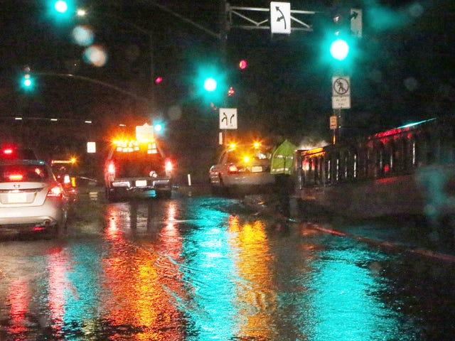 Καλιφόρνια Braces για δυνητικά καταστροφικές πλημμύρες