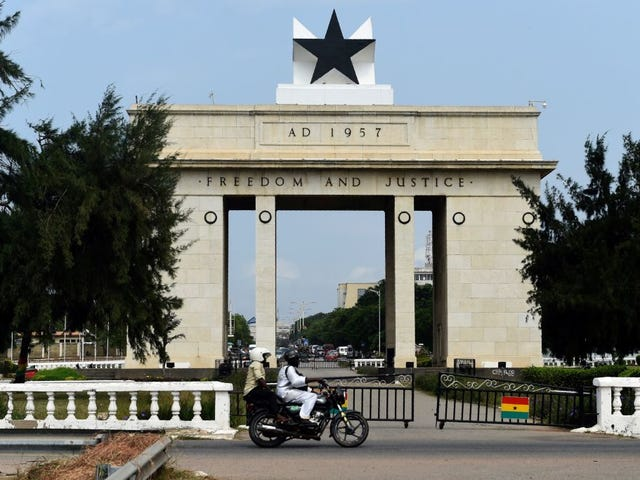 Ik sta op het punt mijn jaar van de terugkeer in Ghana te krijgen en ik benadruk wat en hoeveel schoenen ik moet brengen
