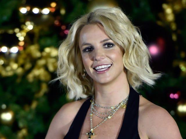 Britney Spears Honkin 'Dong ile Sıcak Bir İnek İstiyor
