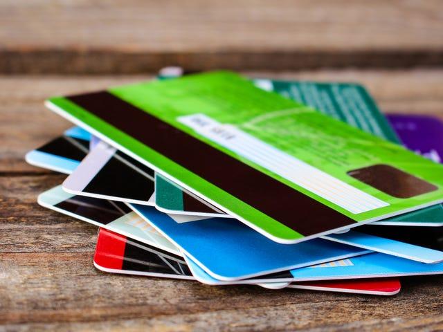 अपने क्रेडिट कार्ड ऋण को कैसे समेकित करें