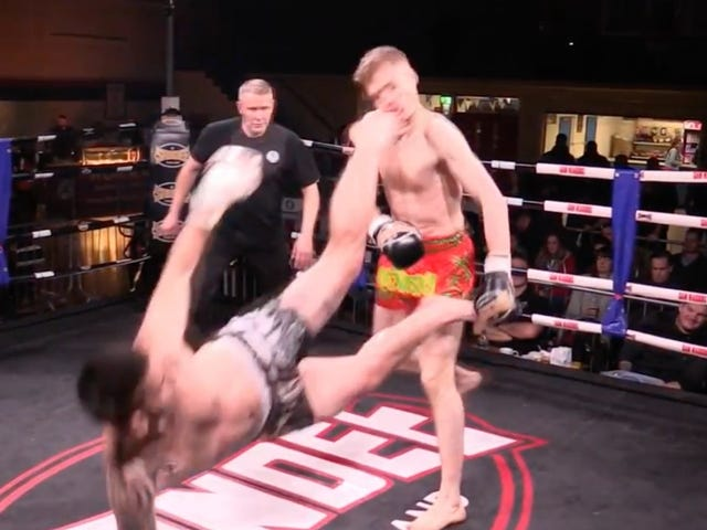 Muay Thai Guy Destroys Other Muay Thai Guy With Impossible Head Kick