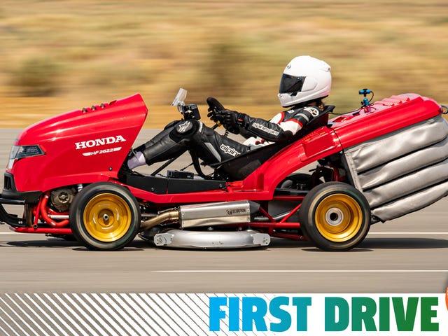 La tondeuse à gazon la plus rapide au monde est exactement comme bonkers à conduire comme il se doit