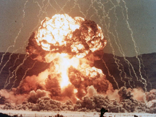 कैसे एक भौतिक विज्ञानी परमाणु बम के विस्फोट के साथ सिगार को प्रकाश में लाने में कामयाब रहा