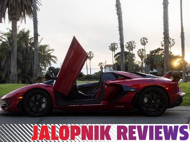 Самое лучшее в управлении автомобилем Lamborghini Aventador SVJ за 670 000 долларов - это радость, которую он приносит другим
