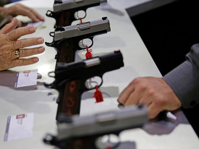 De ATF straft geen wapenhandelaars die herhaaldelijk de wet overtreden omdat ze bang zijn voor de pistoollobby
