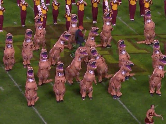 L'état de l'Iowa accélère la course aux armements de la fanfare avec des costumes de dinosaure gonflables