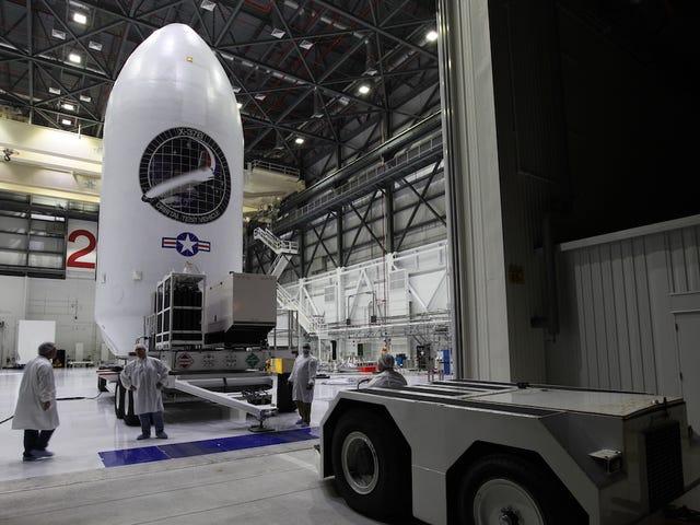 Bí mật phá vỡ Spaceplane của Không quân Hoa Kỳ với 719 ngày liên tiếp trong quỹ đạo