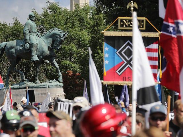 Doxxed White Supremacist Caught Red-Handed with Torch at Charlottesville хочет положить это Genie обратно в бутылку
