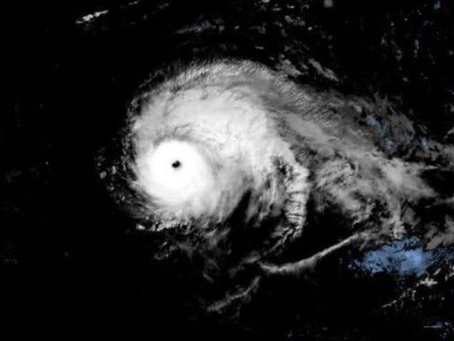 Bão Lorenzo lập kỷ lục là cơn bão mạnh nhất được quan sát ở phía Bắc và phía Đông Đại Tây Dương
