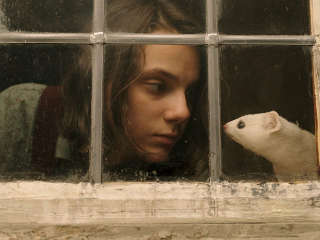 On tonight's His Dark Materials, Lyra arrives in London on a mission