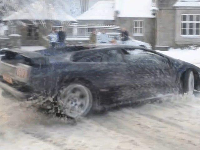 Xem một chiếc Lamborghini Diablo chinh phục tuyết tất cả các bánh
