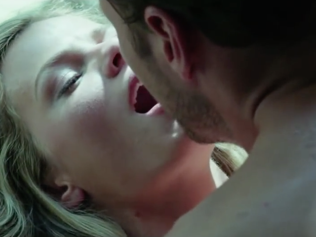 How a movie sex scene actually looks on the set (mildly NSFW)