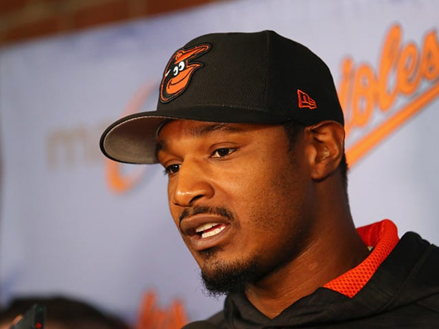 Baltimore Orioles' Adam Jones Receives Huge Standing Ovation 1 Day After Being Called the N-Word at Fenway Park