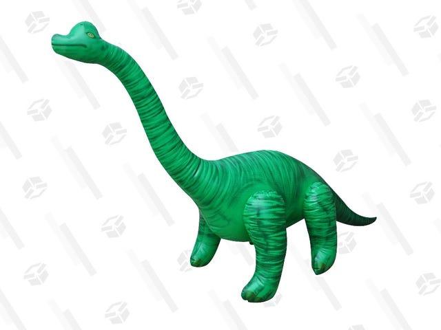 Hayat Bu 10 $ Şişme Brachiosaurus ile Bir Yol Buluyor