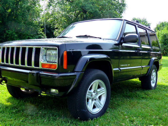 Az önce 500 $ 'a Düşük Kilometrelik Jeep Cherokee Aldım ve Nihai Kış Çırpıcı