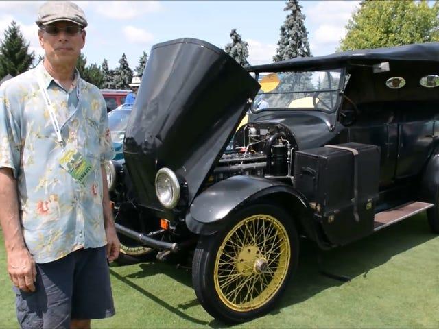 Un automobiliste intrépide traverse actuellement la nation dans une voiture à moteur Franklin de 1919