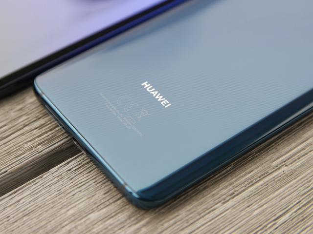 Huawei Punishes Employees Who Sent New Year's Tweet From an iPhone
