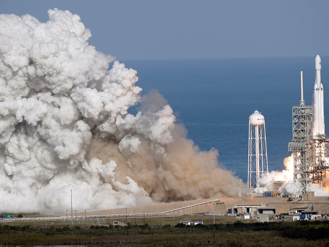 SpaceX Wins $130 Million Falcon Heavy Contract to Launch Classified USAF Satellite in 2020