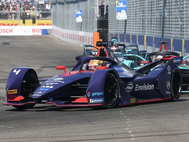 Formula E ต้องการรถยนต์ของตนให้มีความเหนียวน้อยลงดังนั้นผู้ขับขี่จะไม่ชนซึ่งกันและกันบ่อยครั้ง