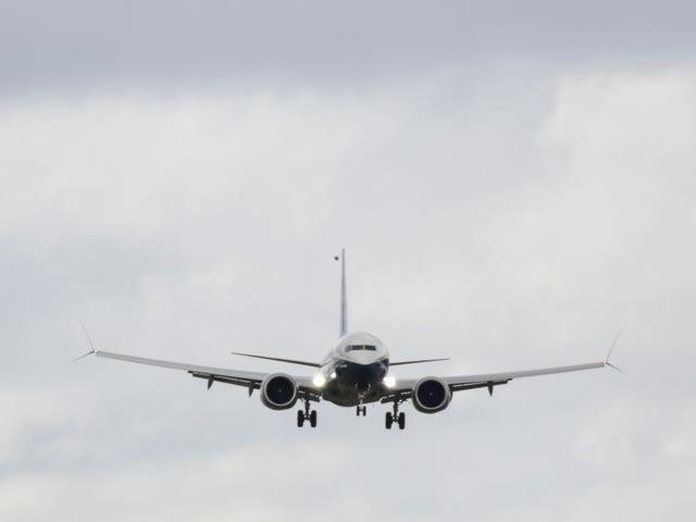 E-Cig Cloud를 숨기려고하는 Vaping Pilot, 실수로 여객기 급강승