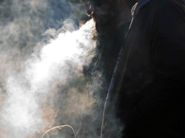 ई-सिगरेट आपको अस्पताल, यूके केस शो में भेजने के लिए तैयार नहीं है