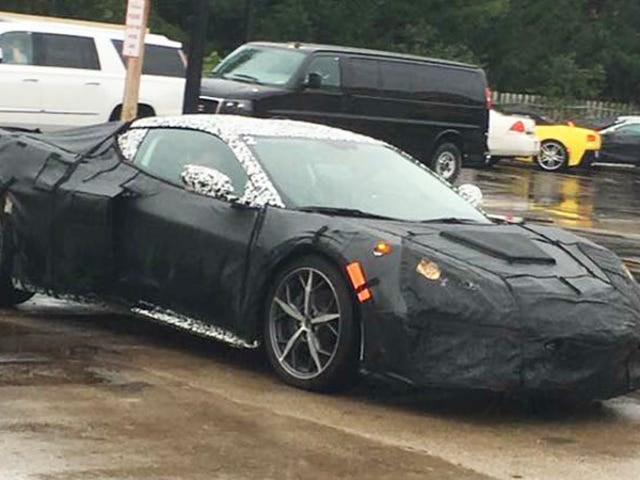 Tule, kaverit, tämä on täysin keskikokoinen Corvette