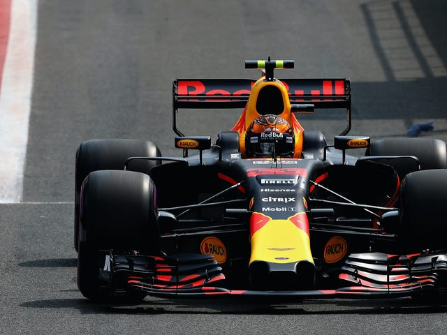 Max Verstappen gör det bara 8 varv i hans hem F1 Race innan han går i pension