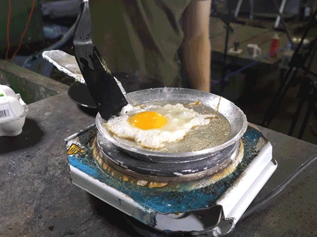 You Can Smoosh Aluminum Into a Working Frying Pan Using a Powerful Hydraulic Press