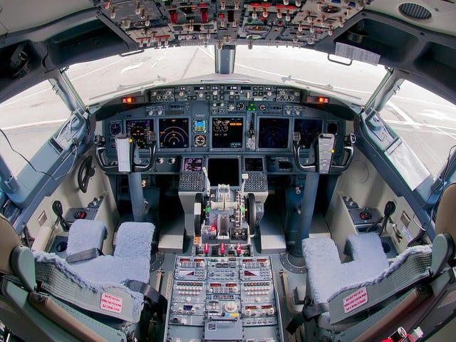 Usar el teléfono en un avión puede ser realmente peligroso si viajas en ciertos modelos de Boeing