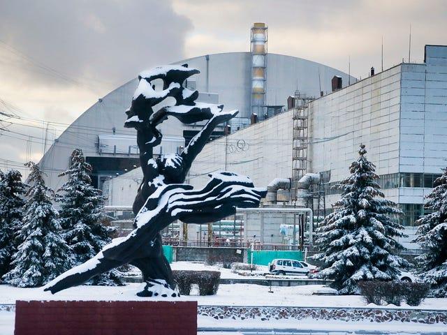 Instalan con éxito el escudo antirradiación más grande del mundo sobre los restos de Chernóbil