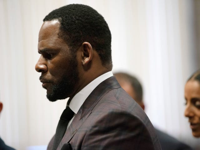 Indictment Accuses R. Kelly of Marrying Aaliyah By Bribing Official for Fake ID