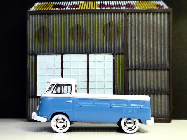Hot Sixty 4th: White Wall Wagen Wednesday