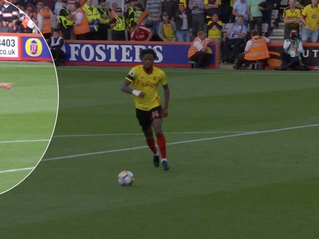 Un joueur de Bournemouth empêche un but possible en utilisant rien d'autre que sa voix