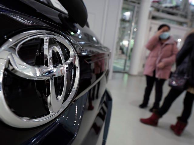 Toyota dice que tiene una posible solución para cuando los conductores golpeen el acelerador por error en lugar del freno