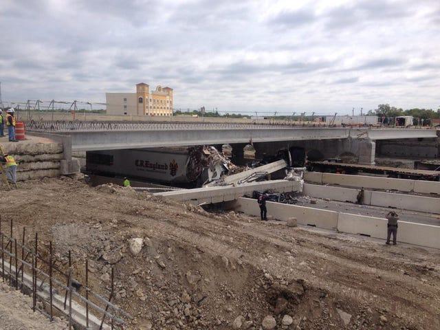 Un crash provoque l'effondrement d'un pont