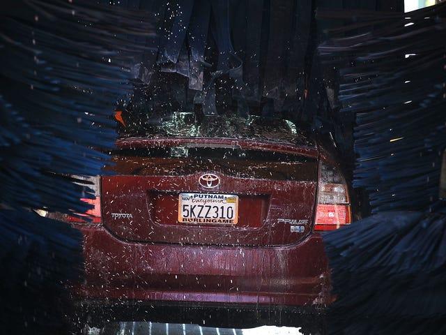 क्यों ऑटोमेकरों को अपनी सेल्फ ड्राइविंग कारों को साफ रखने के लिए बहुत कुछ करना पड़ता है